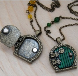 Hobbit Hole Best Friend Lockets